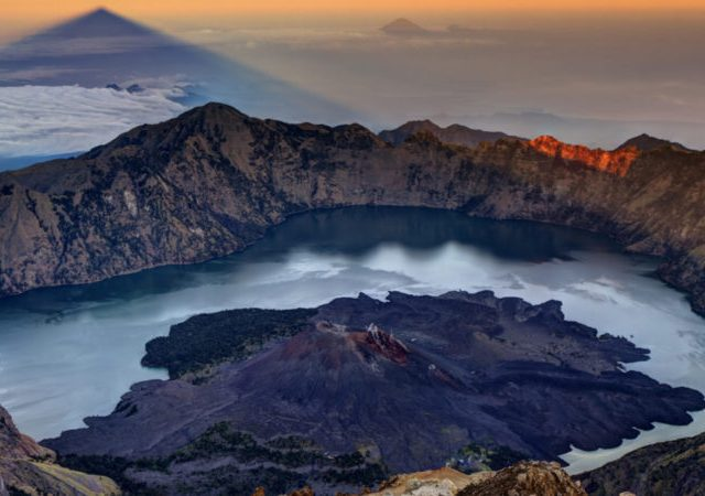 Trekkers stuck on Mount Rinjani after Earthquake