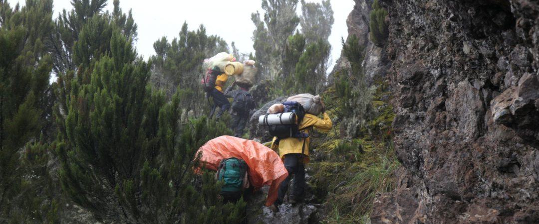 d972f313a14 Ultieme Paklijst voor Kilimanjaro Trekking • Bookatrekking.com
