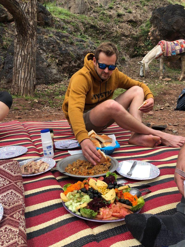 comida durante subida al toubkal